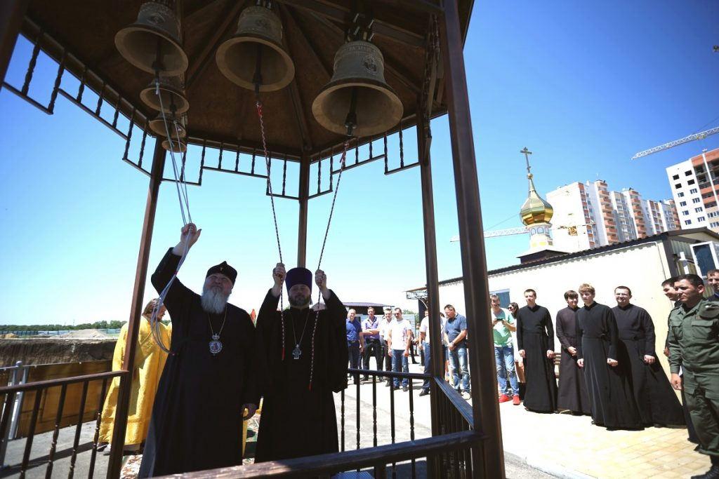 Митрополит Кирилл освятил колокола для строящегося храма в честь святого князя Владимира